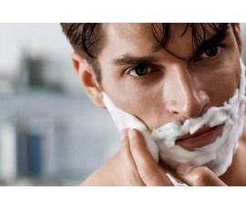 Gdzie lepiej się golić: pod prysznicem czy przy umywalce?